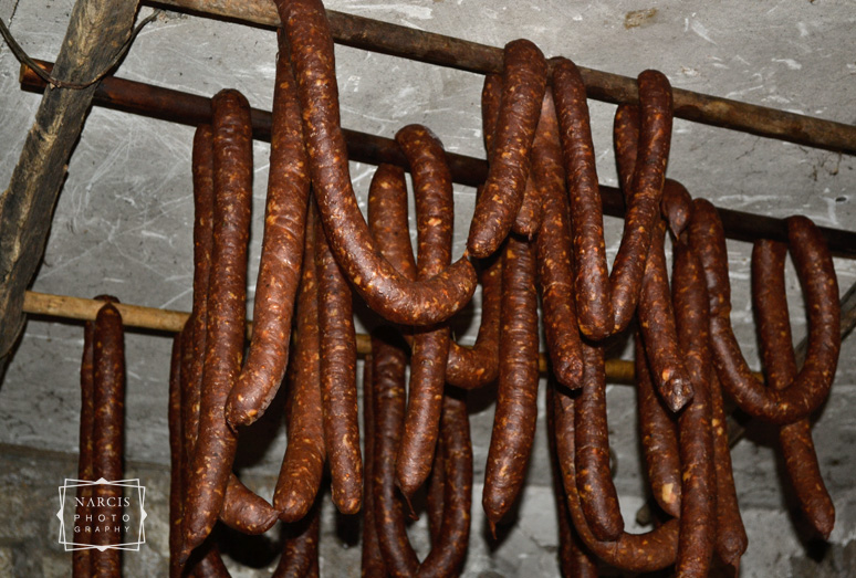 extra-3-smoked-sausages-photo-by-Narcis-Lupou-winterholidays-in-transylvania